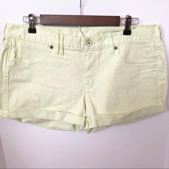 Madewell Pants - NWT Madewell Light Green Cuffed Shorts • Size 32